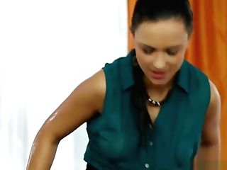 Lesbos Pissing Threeway